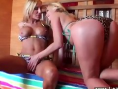 hawt sauna for hawt blonde lesbiens