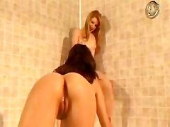 lesbian shower squirters