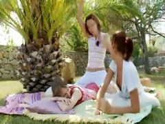 incredible lesbo threesome from usa
