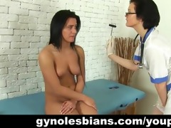 lesbo doctor seduces her patient