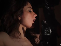 latex mamma drubbing and finger fucking her slave