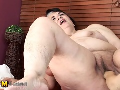 overweight mama receives fisted by a hawt tub